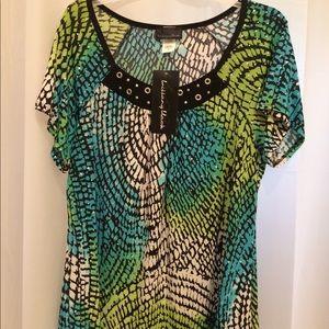 Ladies Blouse. 1X NWT. Pretty colors.